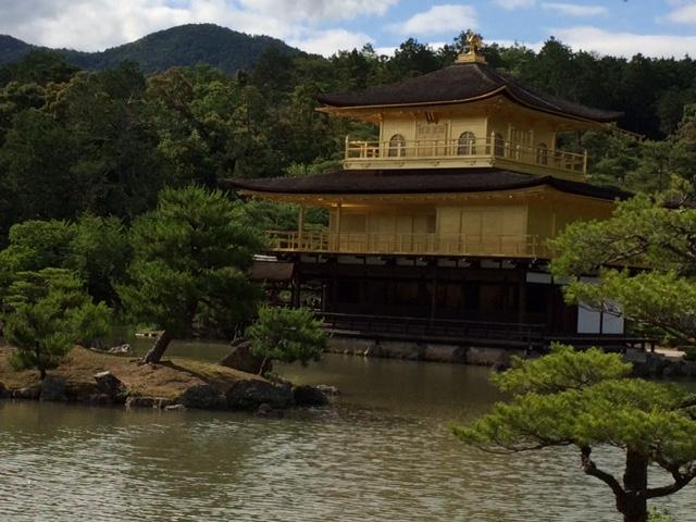 Der goldene Tempel Kinkaku-ji in Kyoto.