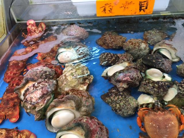 Seafood in der Markthalle von Naha